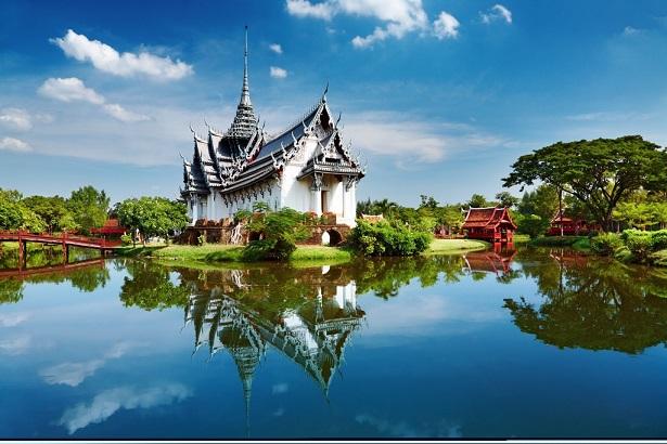מקדשים ארמונות וקניות