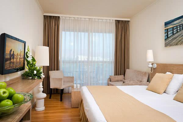 חדר עם מרפסת